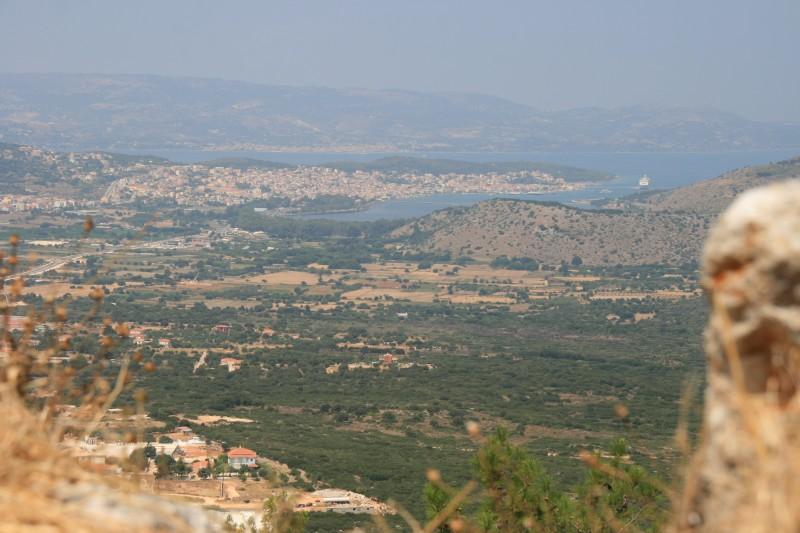 Zicht op de hoofdstad Argostoli.